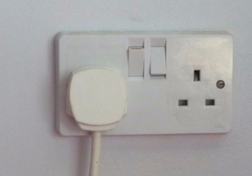 1280px-UK_BS1363_double_wall_socket